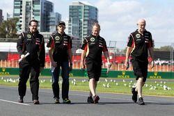 Pastor Maldonado, Lotus F1 Takımı pistte yürüyor