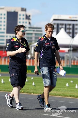 Sebastian Vettel, Red Bull Racing pistte yürüyor