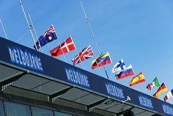 Melbourne bayrakları ve atmosferi