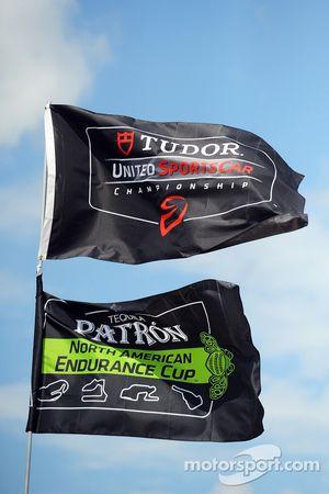 TUDOR United SportsCar Championship e Patron NAEC bandiere nel paddock