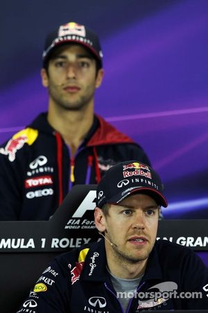 Sebastian Vettel, Red Bull Racing en teamgenoot Daniel Ricciardo, Red Bull Racing, in de FIA-perscon
