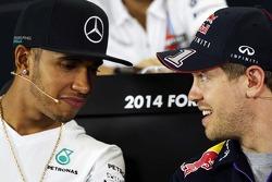 Lewis Hamilton et Sebastian Vettel lors de la conférence de presse FIA