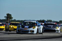 #81 GB Autosport 保时捷 911 GT America: 达米恩·福克纳, 帕特里克·许士文, 鲍勃·法耶塔, 迈克尔·阿韦纳帝
