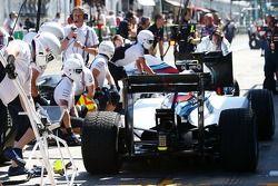 Valtteri Bottas, Williams FW36 en Felipe Massa, Williams FW36, in de pits