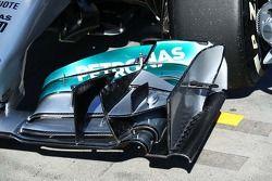 Mercedes AMG F1 W05 voorvleugel detail.