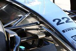 Jenson Button, McLaren MP4-29 ön süspansiyon detayı.
