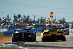 #555 AIM Autosport Ferrari 458 Italia: Townsend Bell, Bill Sweedler, Maurizio Mediani, Jeff Segal