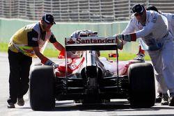 Kimi Raikkonen, Ferrari F14-T pit alanında itiliyor