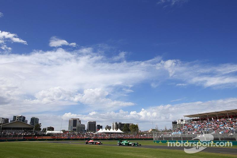 Jenson Button, McLaren F1 Team e Marcus Ericsson, Caterham F1 Team