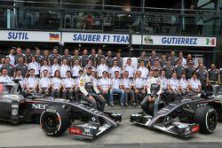 索伯F1车队合照:阿德里安·苏蒂尔, 索伯F1车队,和艾斯塔班·古铁雷斯, 索伯F1车队