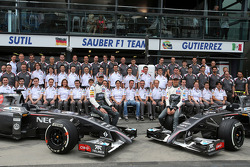 Sauber F1 Takımı grup fotoğrafı, Adrian Sutil, Sauber F1 Takımı ve Esteban Gutierrez, Sauber F1 Takı