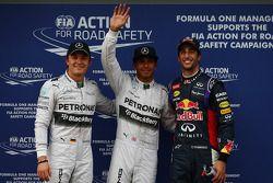 Pole positie voor Lewis Hamilton, Mercedes AMG F1 W05, 2e Daniel Ricciardo, Red Bull Racing RB10 en