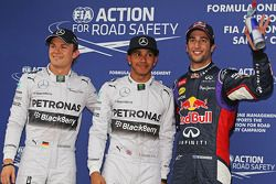 Kwalificatie top-3 in parc ferme, Nico Rosberg, Mercedes AMG F1, derde; Lewis Hamilton, Mercedes AMG F1, pole positie; Daniel Ricciardo, Red Bull Racing, tweede