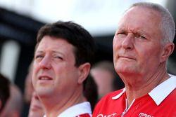 John Booth, Marussia F1 Takımı Takım Müdürü ve Dave O'Neill, Marussia F1 Takımı Menajeri