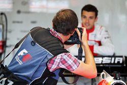 Jules Bianchi, Marussia F1 Takımı fotoğrafçı Russell Batchelor, XPB Images Fotoğrafçısı