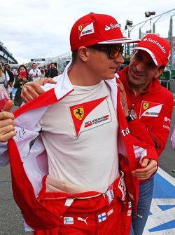 (Da sinistra a destra): Kimi Raikkonen, Ferrari con Marc Gene, Ferrari Test Driver
