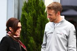(Da sinistra a destra): Dannii Minogue, con Jenson Button, McLaren