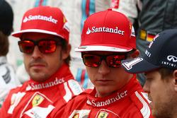 Fernando Alonso avec Kimi Räikkönen et Sebastian Vettel lors de la photographie de début de saison