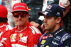 Kimi Räikkönen avec Sebastian Vettel lors de la photo de début de saison