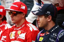(Da sinistra a destra): Kimi Raikkonen, Ferrari con Sebastian Vettel, Red Bull Racing nella foto di