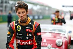 Romain Grosjean, pilota francese del Lotus F1 team alla parata dei piloti pre gara