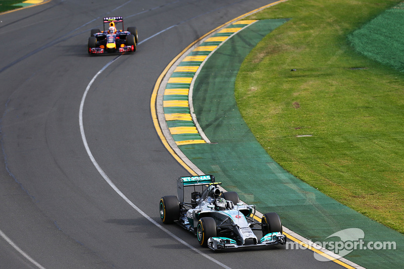 Но расстановка сил и впрямь серьезно поменялась. После тестов и первого Гран При стало очевидно, что безоговорочным фаворитом является команда Mercedes.
