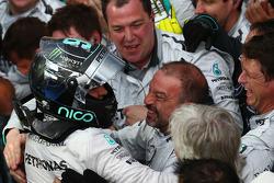 Nico Rosberg fête sa première place avec l'équipe