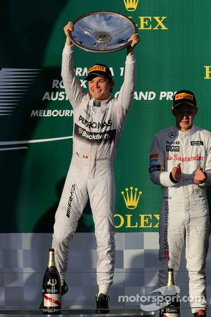 Nico Rosberg, Mercedes AMG F1 Team et Kevin Magnussen, McLaren F1