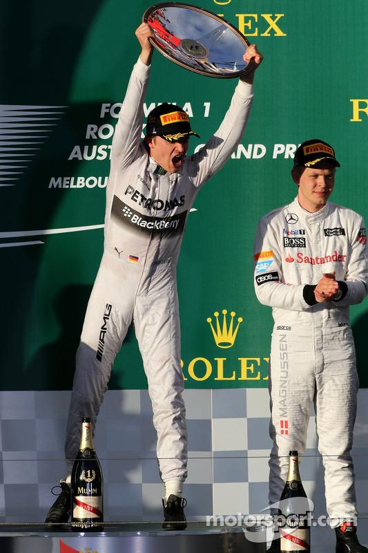 Nico Rosberg, Mercedes AMG F1 Team; Kevin Magnussen, McLaren F1