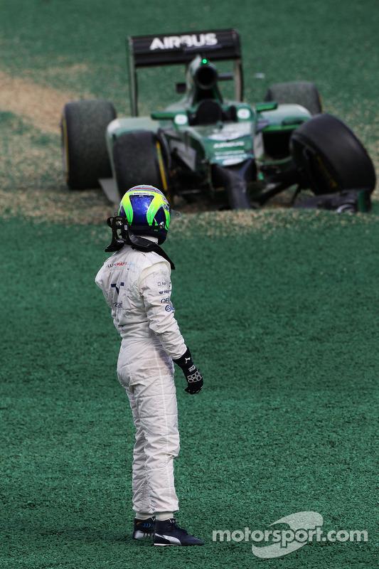 Felipe Massa, Williams crashed out with Kamui Kobayashi, Caterham CT05 at the start of the race