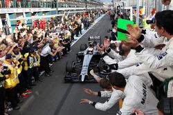 3ème: Kevin Magnussen, McLaren MP4-29 heureux avec son équipe