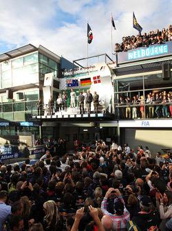 Podium: Nico Rosberg, Mercedes AMG F1, 1er; Kevin Magnussen, McLaren, 3ème