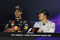 FIA-Pressekonferenz: 2. Daniel Riciardo, Red Bull Racing; 1. Nico Rosberg, Mercedes AMG F1