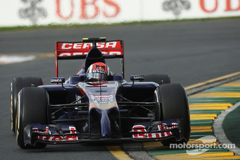Na estreia, ficou em nono na Austrália e se tornou o pontuador mais jovem da F1