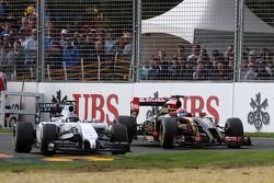 Valtteri Bottas, Williams FW36 and Romain Grosjean, Lotus F1 E22 battle for position