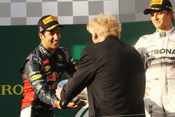 Second placed Daniel Ricciardo, Red Bull Racing receives his trophy from Ron Walker, Chairman of the