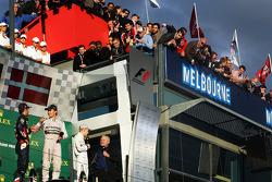 Podio, Daniel Ricciardo, Red Bull Racing, segundo; Nico Rosberg, Mercedes AMG F1 ganador de la carre