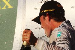 Vainqueur: Nico Rosberg, Mercedes AMG F1 heureux sur le podium