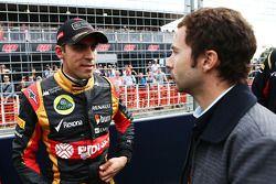 Pastor Maldonado, Lotus F1 Team, met Nicolas Todt, rijdersmanager, op de grid