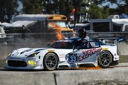 33号瑞雷SRT车队Viper GT3-R赛车大火,车手本·基廷
