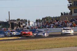 Contact entre la Porsche n°912 et la Ferrari n°49