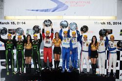 P组领奖台: 获胜者 Marino Franchitti, Memo Rojas, Scott Pruett, 第二名 Ryan Dalziel, David Brabham, Scott Sharp