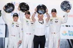 GTLM podio: vincitori Jörg Bergmeister, Patrick Long, Michael Christensen