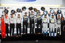 Podium GTD : John Potter, Andy Lally, Marco Seefried, Townsend Bell, Bill Sweedler, Maurizio Mediani