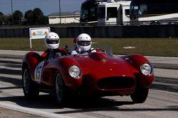 HOF Carità Laps: Derek Bell guida la Ferrari 250 Testa Rossa