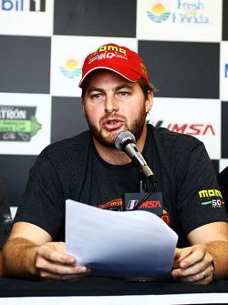 Henrique Cisneros en conférence de presse pour la Motorsport Safety Foundation