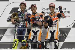 Подіум: друге місце Валентино Россі, Yamaha Factory Racing, переможець гонки Марк Маркес, Repsol Honda Team, третє місце Дані Педроса, Repsol Honda Team