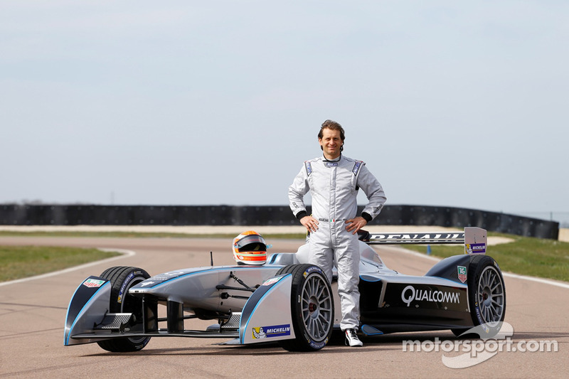 Jarno Trulli tests Spark-Renault SRT-01E