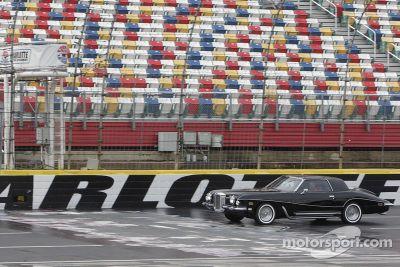 Dale Earnhardt Jr. sull'auto di Elvis