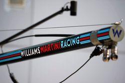 Williams-Logo auf der Boxenausrüstung